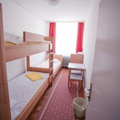 Youth Hostel Zagreb Стандартный номер с различными типами кроватей (общая ванная комната) фото 6