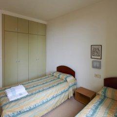 Отель Apartamentos Montserrat Abat Marcet комната для гостей фото 5