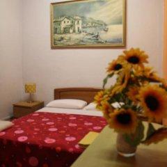 Отель B&B Comfort Стандартный семейный номер с двуспальной кроватью (общая ванная комната) фото 6