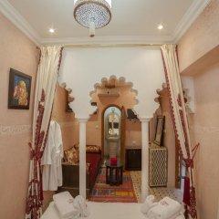 Отель Dar Ikalimo Marrakech 3* Улучшенный номер с двуспальной кроватью фото 2