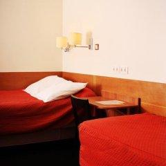 Отель Hôtel Marignan Стандартный номер с двуспальной кроватью (общая ванная комната) фото 5