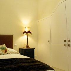 Отель Sally Port Senglea сейф в номере