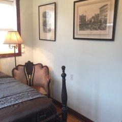 Отель Ledroit Park Renaissance Bed and Breakfast 3* Номер с общей ванной комнатой с различными типами кроватей (общая ванная комната) фото 5