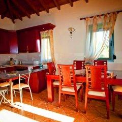 Отель Aselinos Suites 3* Коттедж с различными типами кроватей фото 13