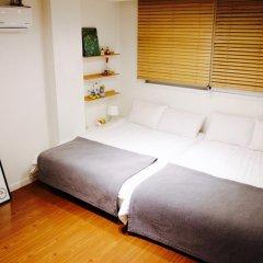 Отель YE'4 Guesthouse 2* Стандартный семейный номер с двуспальной кроватью (общая ванная комната) фото 3