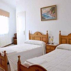 Отель Pension Costiña сейф в номере