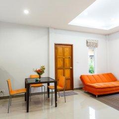 Отель Bangtao Local House Rental комната для гостей фото 3