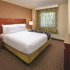 Отель La Quinta Inn & Suites San Diego SeaWorld/Zoo Area 2* Люкс с различными типами кроватей