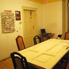 Отель HoBar - the hostel bar Венгрия, Будапешт - отзывы, цены и фото номеров - забронировать отель HoBar - the hostel bar онлайн питание фото 3