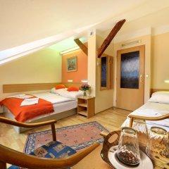 Отель Golden City 3* Стандартный номер с двуспальной кроватью фото 2