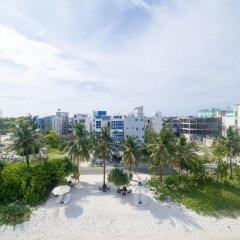 Отель The White Harp Beach Hotel Мальдивы, Мале - отзывы, цены и фото номеров - забронировать отель The White Harp Beach Hotel онлайн пляж
