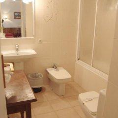 Отель Hostal Ayestaran I Испания, Ульцама - отзывы, цены и фото номеров - забронировать отель Hostal Ayestaran I онлайн ванная фото 2