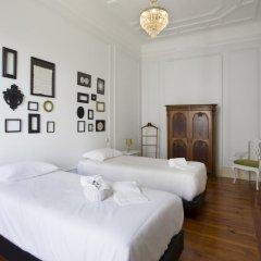 Отель Typical Lisbon Guest House комната для гостей фото 5