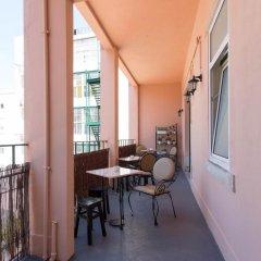 Отель Typical Lisbon Guest House балкон