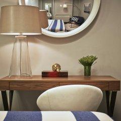 Отель Paramount Times Square 4* Улучшенный номер с двуспальной кроватью