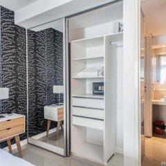 Отель Oro Luxury Studios сейф в номере