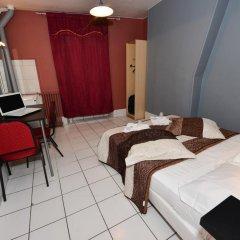 Hotel De La Poste Стандартный номер с двуспальной кроватью (общая ванная комната) фото 5