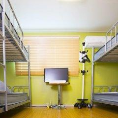 KW Hongdae Hostel Стандартный семейный номер с двуспальной кроватью