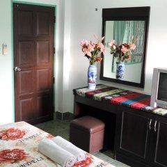 Отель Karon Thira Guesthouse Номер Эконом разные типы кроватей фото 3