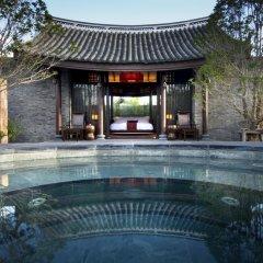 Отель Banyan Tree Lijiang 5* Вилла разные типы кроватей фото 18