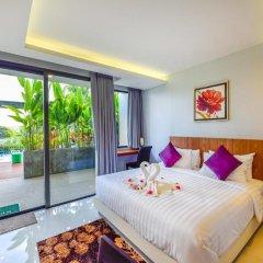 Отель At The Tree Condominium Phuket Номер Делюкс с двуспальной кроватью фото 5