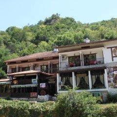 Отель Guest House Chinarite Болгария, Сандански - отзывы, цены и фото номеров - забронировать отель Guest House Chinarite онлайн приотельная территория