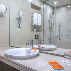Отель Centro Capital Centre By Rotana 3* Стандартный номер с различными типами кроватей фото 5