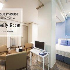 Отель K-guesthouse Sinchon 2 2* Семейный номер Делюкс с двуспальной кроватью фото 2