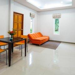 Отель Bangtao Local House Rental комната для гостей фото 5