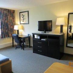 Отель Comfort Inn & Suites Downtown Edmonton 2* Стандартный номер с различными типами кроватей фото 3