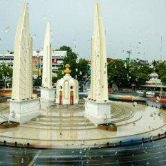 Отель Baan Dinso @ Ratchadamnoen Бангкок приотельная территория