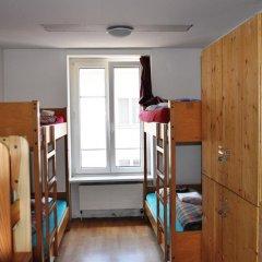 Отель Langstars Backpackers Кровать в общем номере фото 17