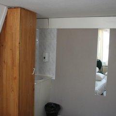 Budget Hotel Barbacan 2* Номер с общей ванной комнатой с различными типами кроватей (общая ванная комната) фото 9