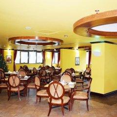 Отель Tulip Inn Sharjah ОАЭ, Шарджа - 9 отзывов об отеле, цены и фото номеров - забронировать отель Tulip Inn Sharjah онлайн питание фото 2