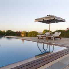 Отель Belvedere Beachfront Villa бассейн