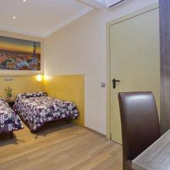 Отель Hostal Barcelona Стандартный номер с различными типами кроватей фото 17