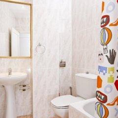 Отель Madrid Motion Hostels 2* Кровать в общем номере с двухъярусной кроватью фото 10