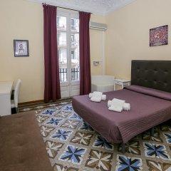 Отель Hostal Balmes Centro Стандартный номер с двуспальной кроватью (общая ванная комната) фото 5