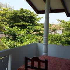 Отель Roshini Inn балкон