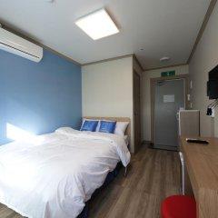 Отель K-guesthouse Sinchon 2 2* Номер Делюкс с двуспальной кроватью