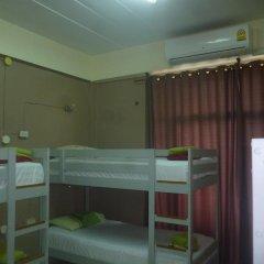 Отель Backpacker's Place Khopai Pattaya Кровать в общем номере с двухъярусной кроватью
