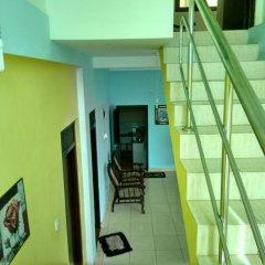 Отель Sunrise Beach Inn Шри-Ланка, Пляж Golden Mile - отзывы, цены и фото номеров - забронировать отель Sunrise Beach Inn онлайн интерьер отеля