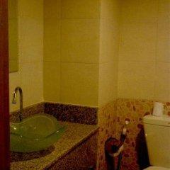 Отель Ratchada Resort and Spa Hotel Таиланд, Бангкок - отзывы, цены и фото номеров - забронировать отель Ratchada Resort and Spa Hotel онлайн ванная фото 2