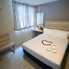 Отель Ibis Budget Singapore Crystal 2* Улучшенный номер с различными типами кроватей фото 10
