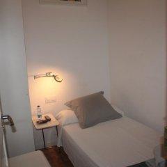 Отель Hostalet De Barcelona 2* Номер с общей ванной комнатой