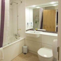 Отель Premier Inn London Waterloo ванная фото 2