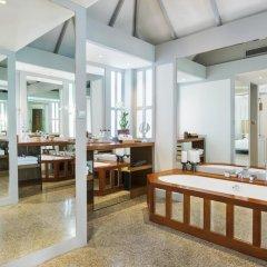 Отель The Surin Phuket 5* Люкс повышенной комфортности с двуспальной кроватью фото 7