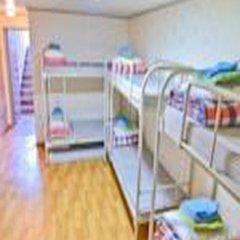 Отель Kimchee Hongdae Guesthouse Кровать в общем номере с двухъярусной кроватью фото 18