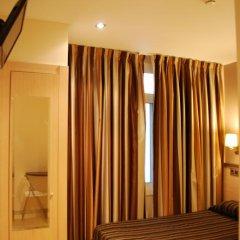 Отель Hostal Flores 2* Стандартный номер фото 11