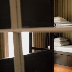 Отель Out Of The Blue Кровать в общем номере